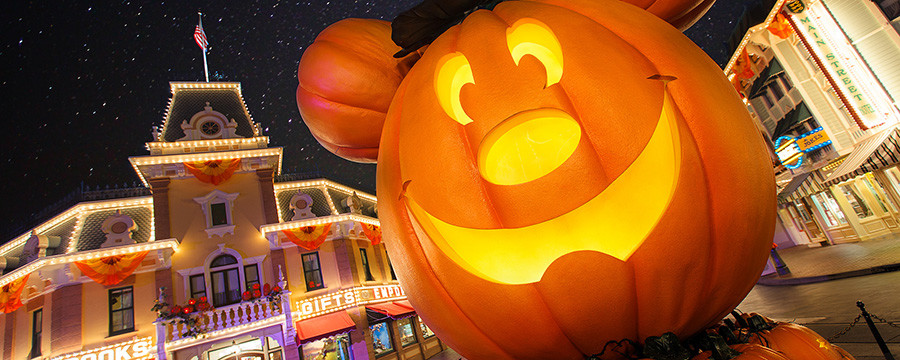 Disneyland Halloween Time Returns!