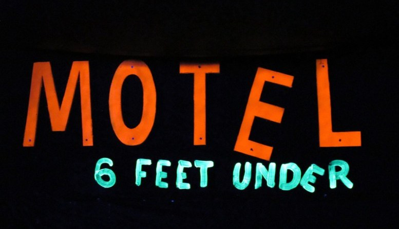 Motel-6-Feet-Under-logo-e1440006038974 (1)