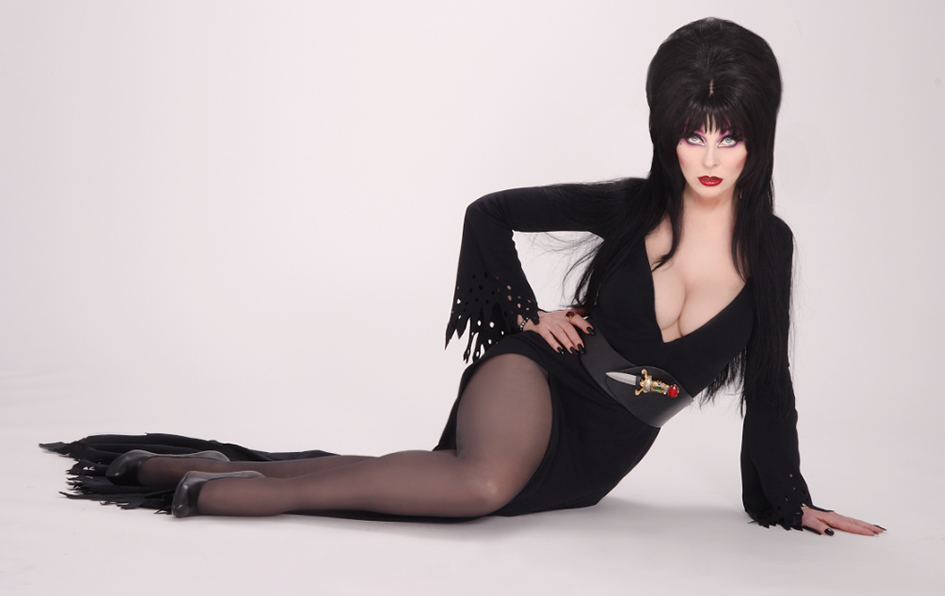 945x596-scarela-elvira-queen-of-halloween-pasadena