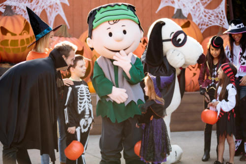 Spooky Farm 2 Families meet Snoopy and Charlie Brown in front of pumpkins 2017
